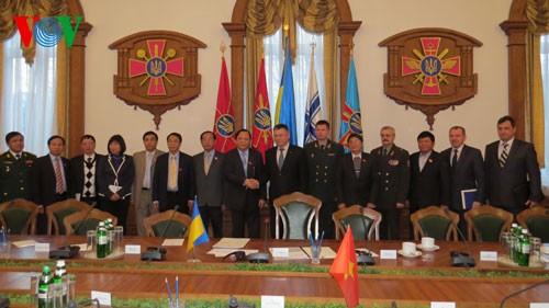 Укрепление отношений традиционной дружбы между Вьетнамом и Украиной - ảnh 1