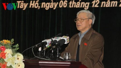 Генсек ЦК КПВ встретился с избирателями ханойского района Тэйхо - ảnh 1