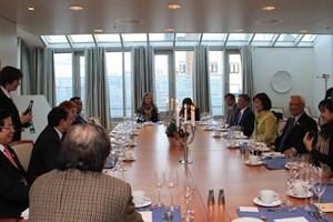 Зампредседателя НС СРВ посетил Норвегию с рабочим визитом - ảnh 1
