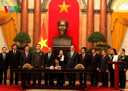 Президент СРВ подписал Указ об обнародовании Конституции страны - ảnh 1