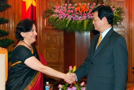 Премьер-министр Вьетнама принял послов Таиланда и Индии - ảnh 2