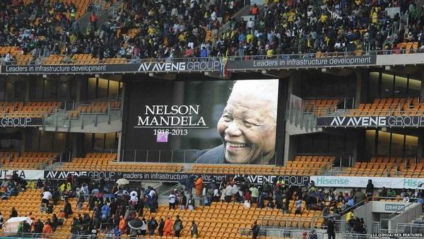 В пригороде Йоханнесбурга началась церемония прощания с Нельсоном Манделой - ảnh 1