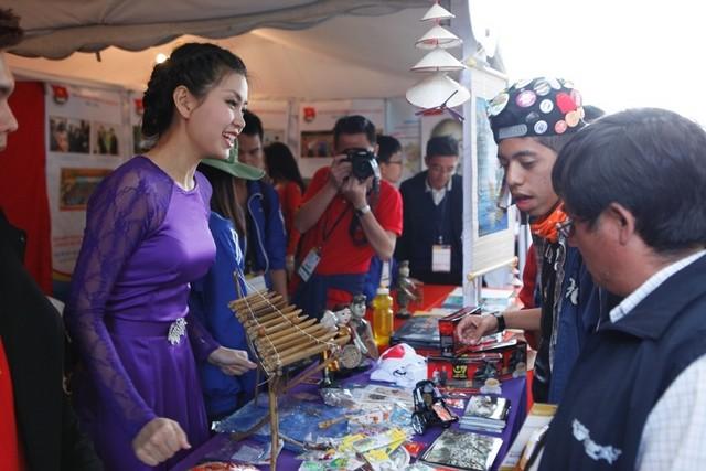 Вьетнам принимает участие в 18-м всемирном фестивале молодёжи и студентов - ảnh 4