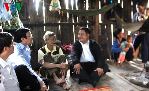 Президент СРВ Чыонг Тан Шанг посетил переселенцев в провинции Куангнам - ảnh 1