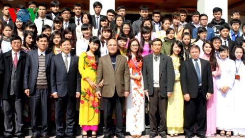 Председатель НС СРВ Нгуен Шинь Хунг посетил Виньский Университет - ảnh 1