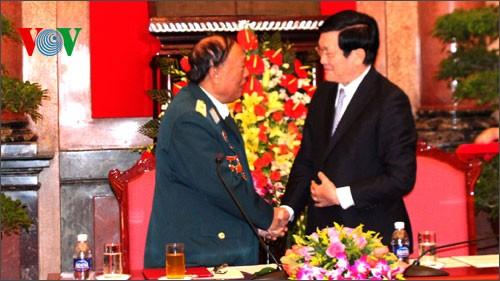 Президент CРВ Чыонг Тан Шанг встретился с ветеранами войны 305-й дивизии - ảnh 1