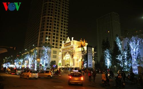 Рождественская атмосфера в Ханое - ảnh 1