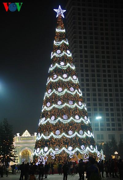 Рождественская атмосфера в Ханое - ảnh 2