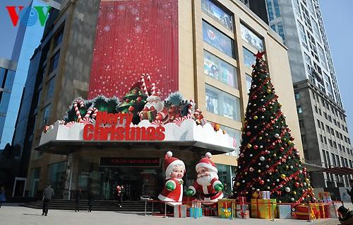 Рождественская атмосфера в Ханое - ảnh 4