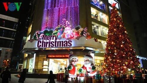 Рождественская атмосфера в Ханое - ảnh 6