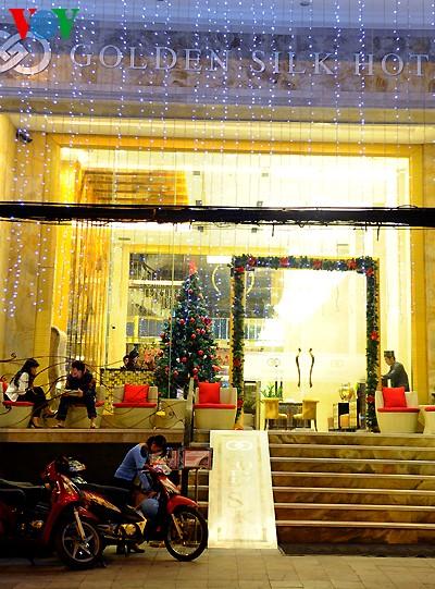 Рождественская атмосфера в Ханое - ảnh 9