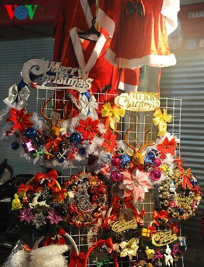 Рождественская атмосфера в Ханое - ảnh 13