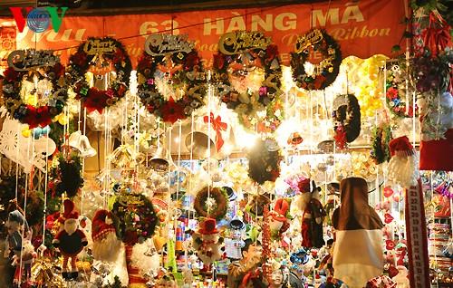 Рождественская атмосфера в Ханое - ảnh 14