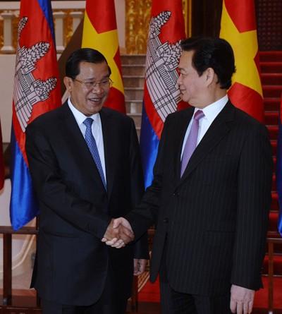 Премьер-министр Камбоджи Хун Сен начал официальный визит во Вьетнам - ảnh 2