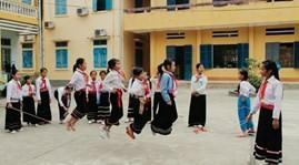 Подведены итоги 3 лет реализации проекта повышения образования малых народностей Вьетнама - ảnh 1