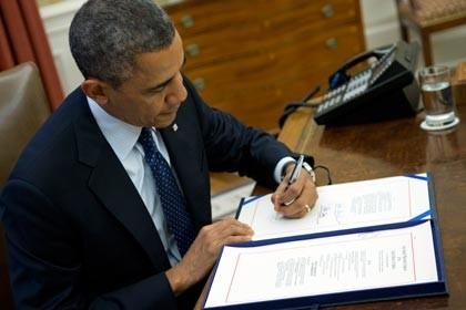 Президент США Барак Обама подписал закон о бюджете на два года - ảnh 1