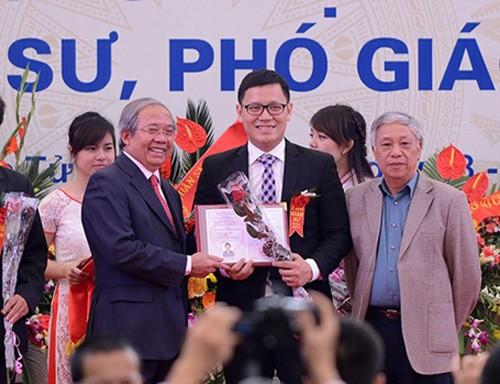 В Ханое чествованы 10 лучших представителей столичной молодежи 2013 года - ảnh 1