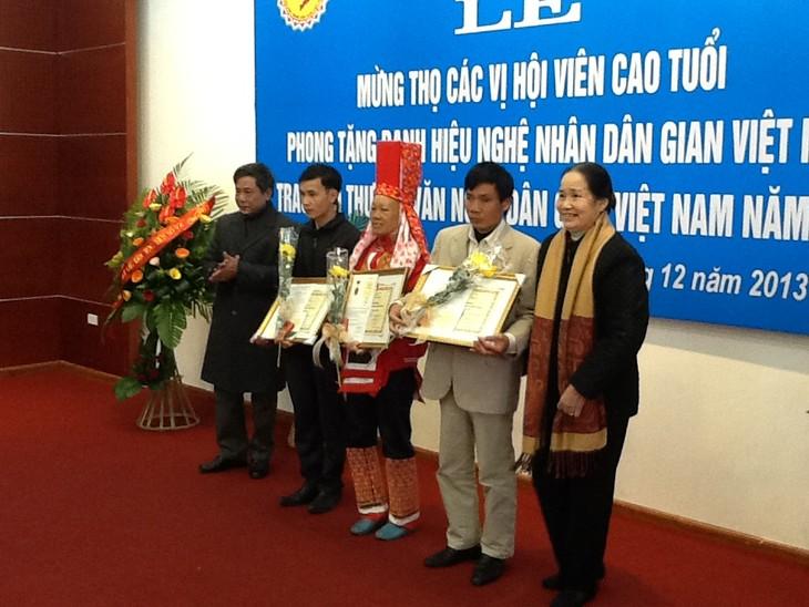 В Ханое вручены призы победителям конкурса народного искусства 2013 года - ảnh 1