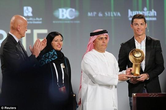 Криштиану Роналду получил премию «Лучший игрок года» - ảnh 1