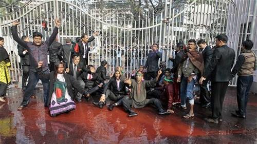 В Бангладеш продолжаются массовые демонстрации - ảnh 1