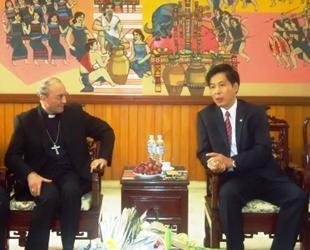 Непостоянный представитель Святого Престола провел рабочую встречу с руководством провинции Контум - ảnh 1