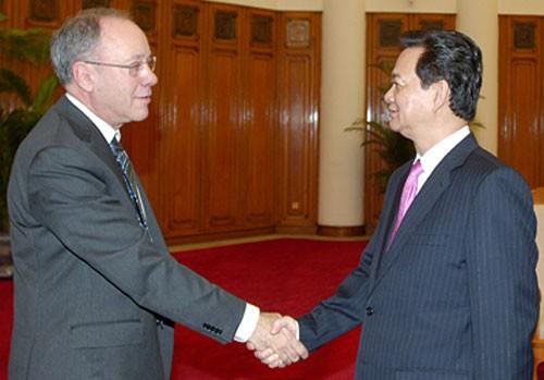 Thủ tướng Nguyễn Tấn Dũng tiếp Giáo sư đoạt giải Nobel  - ảnh 1
