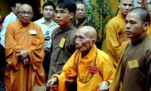 Chùm ảnh: Cung nghinh Chư Tôn đức Giáo phẩm dự Đại hội  - ảnh 3