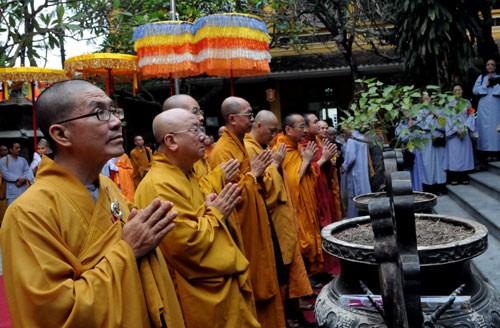 Chùm ảnh: Cung nghinh Chư Tôn đức Giáo phẩm dự Đại hội  - ảnh 5