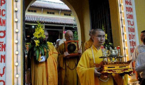 Chùm ảnh: Cung nghinh Chư Tôn đức Giáo phẩm dự Đại hội  - ảnh 6