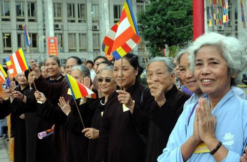 Chùm ảnh: Cung nghinh Chư Tôn đức Giáo phẩm dự Đại hội  - ảnh 10
