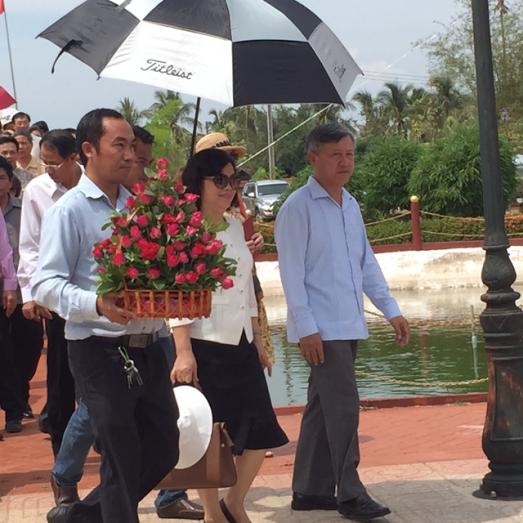 Lễ dâng hương tại khu lưu niệm Chủ tịch Hồ Chí Minh tại khu di tích Xiêng Vang - ảnh 2