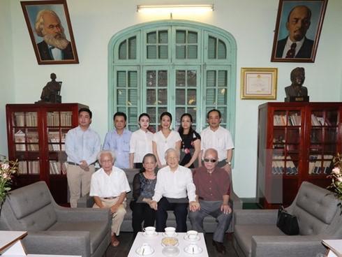 Tổng Bí thư Nguyễn Phú Trọng dâng hương tưởng niệm Tổng Bí thư Lê Duẩn - ảnh 1