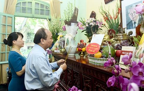 Thủ tướng Nguyễn Xuân Phúc dâng hương tưởng niệm Tổng Bí thư Lê Duẩn  - ảnh 1