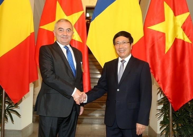Phó Thủ tướng, Bộ trưởng Ngoại giao Phạm Bình Minh tiếp Bộ trưởng Ngoại giao Romania Lazar Comanescu - ảnh 1