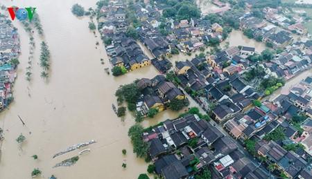 5 đợt mưa lũ liên tiếp trong hơn 1 tháng gây thiệt hại nặng nề cho người dân các tỉnh miền Trung - ảnh 2