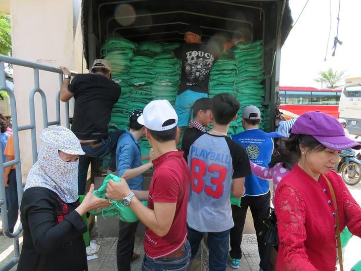 Khám bệnh, phát thuốc cho đồng bào nghèo huyện Hải Lăng, Quảng Trị - ảnh 1