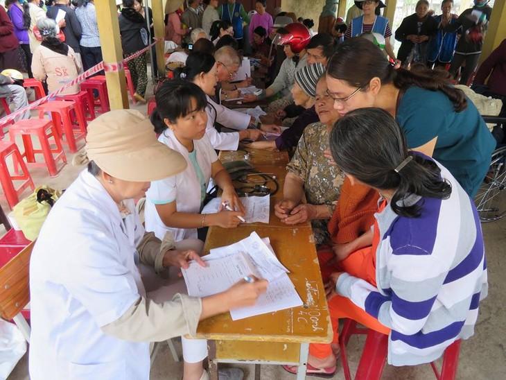 Khám bệnh, phát thuốc cho đồng bào nghèo huyện Hải Lăng, Quảng Trị - ảnh 9