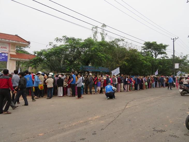 Khám bệnh, phát thuốc cho đồng bào nghèo huyện Hải Lăng, Quảng Trị - ảnh 6