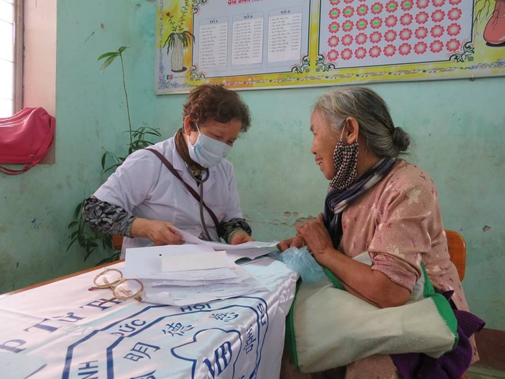 Khám bệnh, phát thuốc cho đồng bào nghèo huyện Hải Lăng, Quảng Trị - ảnh 10