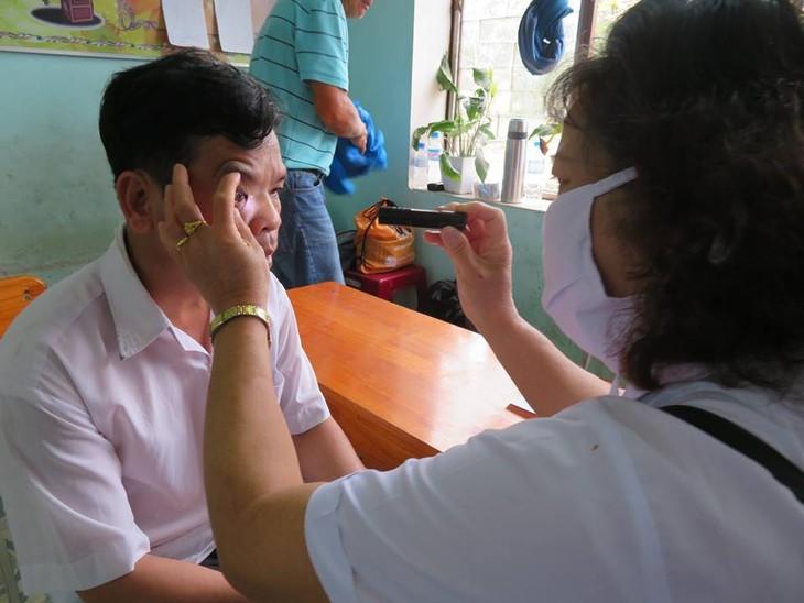 Khám bệnh, phát thuốc cho đồng bào nghèo huyện Hải Lăng, Quảng Trị - ảnh 11
