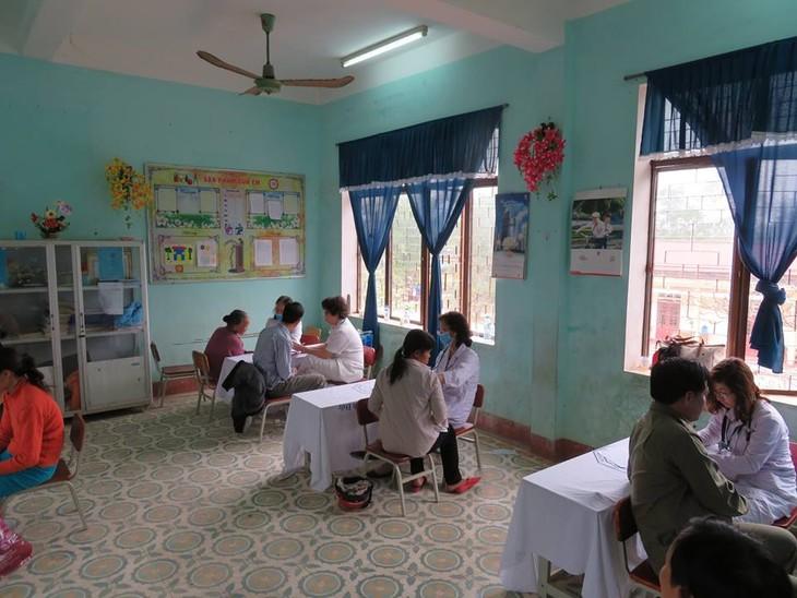 Khám bệnh, phát thuốc cho đồng bào nghèo huyện Hải Lăng, Quảng Trị - ảnh 12