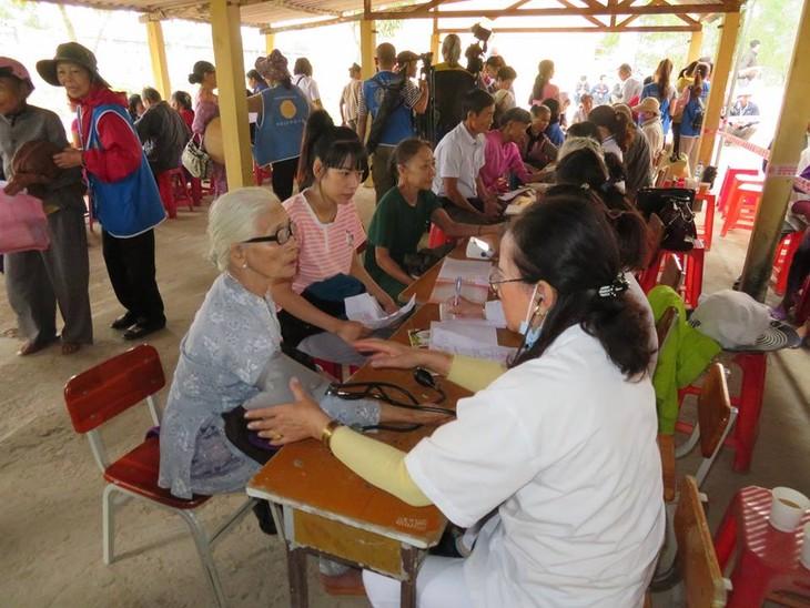 Khám bệnh, phát thuốc cho đồng bào nghèo huyện Hải Lăng, Quảng Trị - ảnh 13