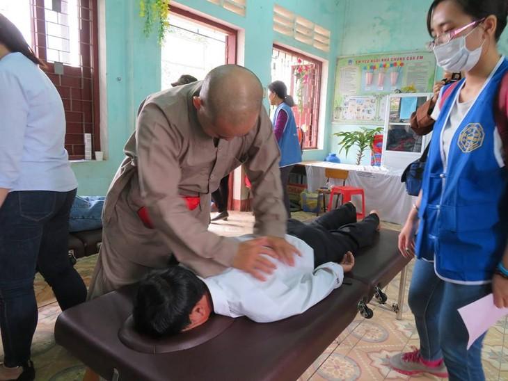 Khám bệnh, phát thuốc cho đồng bào nghèo huyện Hải Lăng, Quảng Trị - ảnh 14