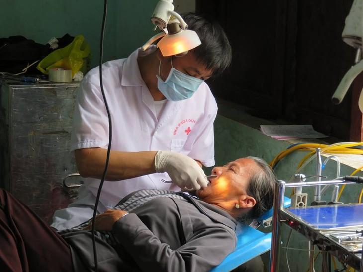 Khám bệnh, phát thuốc cho đồng bào nghèo huyện Hải Lăng, Quảng Trị - ảnh 15