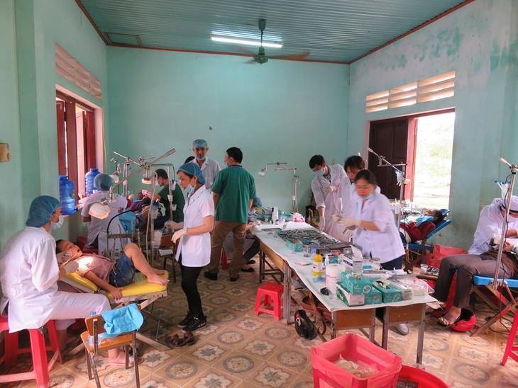 Khám bệnh, phát thuốc cho đồng bào nghèo huyện Hải Lăng, Quảng Trị - ảnh 16