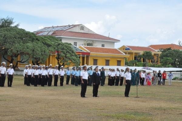 Kiều bào về thăm Trường Sa- nơi bình minh đầu tiên của Tổ quốc - ảnh 5