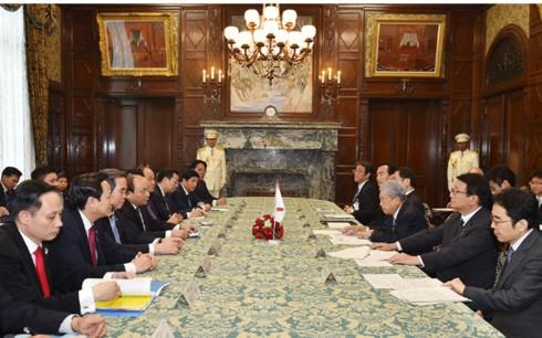 Thủ tướng Nguyễn Xuân Phúc hội kiến Chủ tịch Thượng viện Nhật Bản - ảnh 1