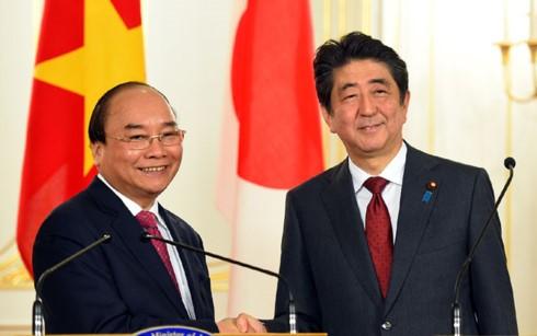 Thủ tướng Chính phủ Việt Nam Nguyễn Xuân Phúc và Thủ tướng Nhật Bản Shinzo Abe họp báo - ảnh 1