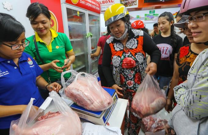 Tổ chức bán thịt lợn hỗ trợ người chăn nuôi tại Hà Nội  - ảnh 2