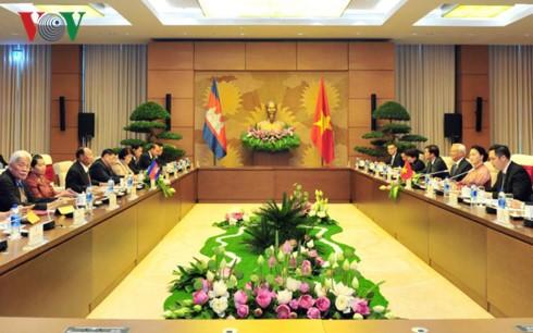 Chủ tịch Quốc hội Nguyễn Thị Kim Ngân hội đàm với Chủ tịch Quốc hội Camphuchia - ảnh 1